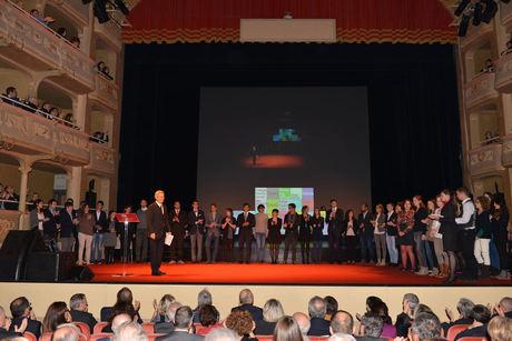 Il Magnifico Rettore prof. Carlo Carraro che presenta i Premiati